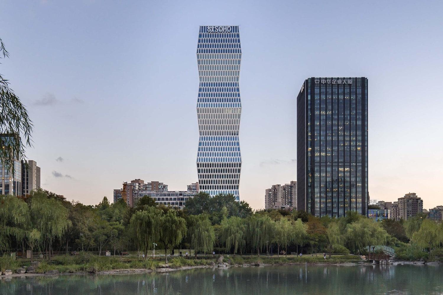 Un zgârie nori de birouri din China arată ca o sculptură a lui Brâncuși